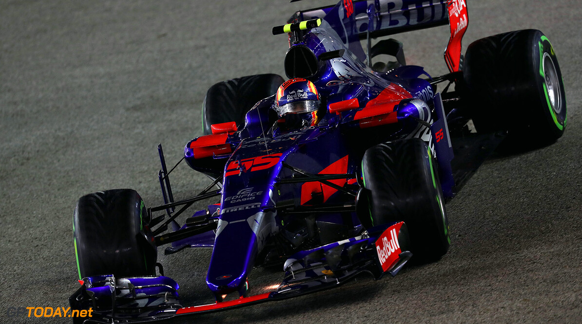SINGAPORE - SEPTEMBER 17: Carlos Sainz of Spain driving the (55) Scuderia Toro Rosso STR12 on track during the Formula One Grand Prix of Singapore at Marina Bay Street Circuit on September 17, 2017 in Singapore.  (Photo by Mark Thompson/Getty Images) // Getty Images / Red Bull Content Pool  // P-20170917-01681 // Usage for editorial use only // Please go to www.redbullcontentpool.com for further information. //  F1 Grand Prix of Singapore Mark Thompson Singapore Singapore  P-20170917-01681