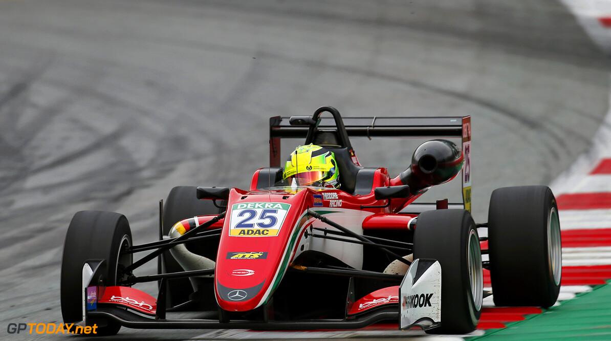Schumacher slaat toe in tweede F3-race op Silverstone
