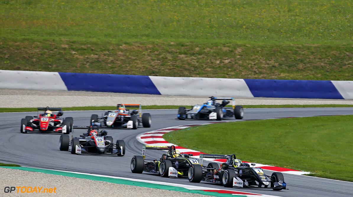 FIA Formula 3 European Championship, round 9, race 2, Red Bull R 1 Joel Eriksson (SWE, Motopark, Dallara F317 - Volkswagen), 31 Lando Norris (GBR, Carlin, Dallara F317 - Volkswagen), 99 Nikita Mazepin (RUS, Hitech Grand Prix, Dallara F312 - Mercedes-Benz), 53 Callum Ilott (GBR, Prema Powerteam, Dallara F317 - Mercedes-Benz), FIA Formula 3 European Championship, round 9, race 2, Red Bull Ring (AUT), 21. - 23. September 2017 FIA Formula 3 European Championship 2017, round 9, race 2, Red Bull Ring (AUT) Thomas Suer Spielberg Austria