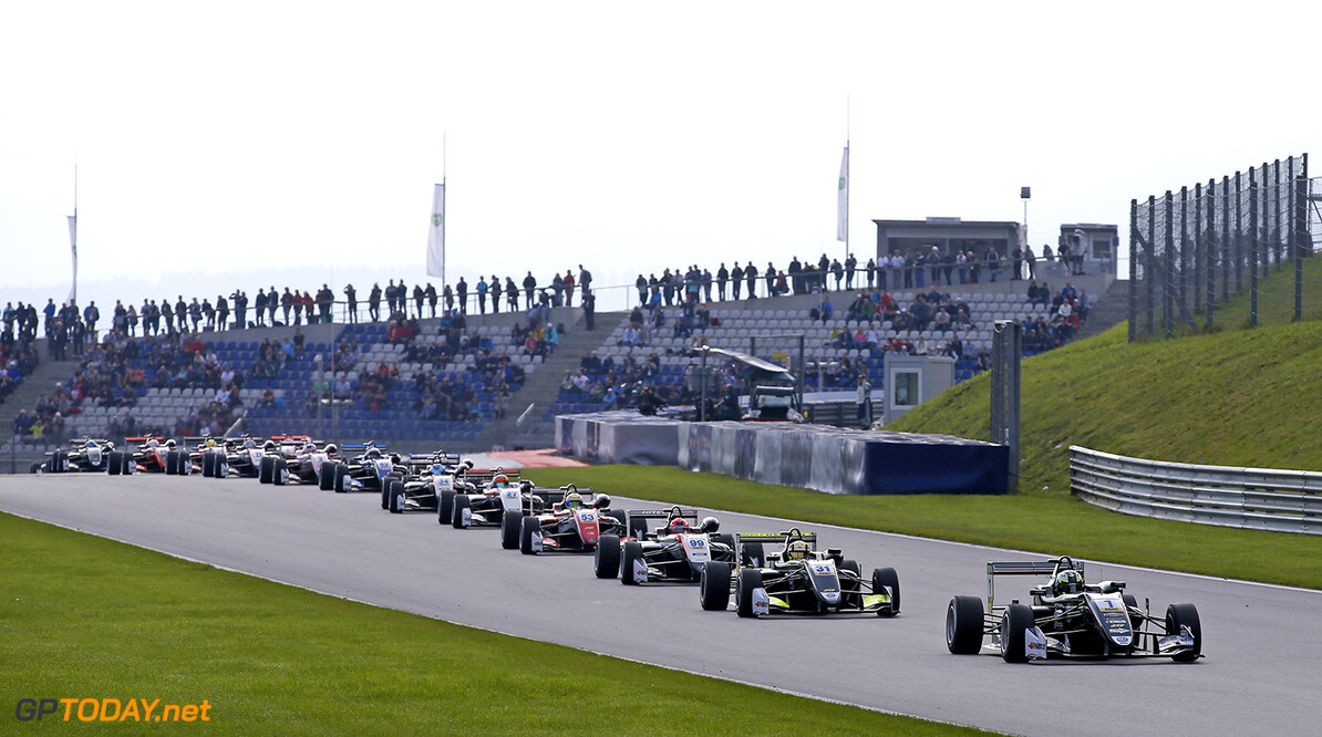 FIA Formula 3 European Championship, round 9, race 2, Red Bull R Start of the race, 1 Joel Eriksson (SWE, Motopark, Dallara F317 - Volkswagen) taking the lead from 31 Lando Norris (GBR, Carlin, Dallara F317 - Volkswagen), 99 Nikita Mazepin (RUS, Hitech Grand Prix, Dallara F312 - Mercedes-Benz), 53 Callum Ilott (GBR, Prema Powerteam, Dallara F317 - Mercedes-Benz), FIA Formula 3 European Championship, round 9, race 2, Red Bull Ring (AUT), 21. - 23. September 2017 FIA Formula 3 European Championship 2017, round 9, race 2, Red Bull Ring (AUT) Thomas Suer Spielberg Austria