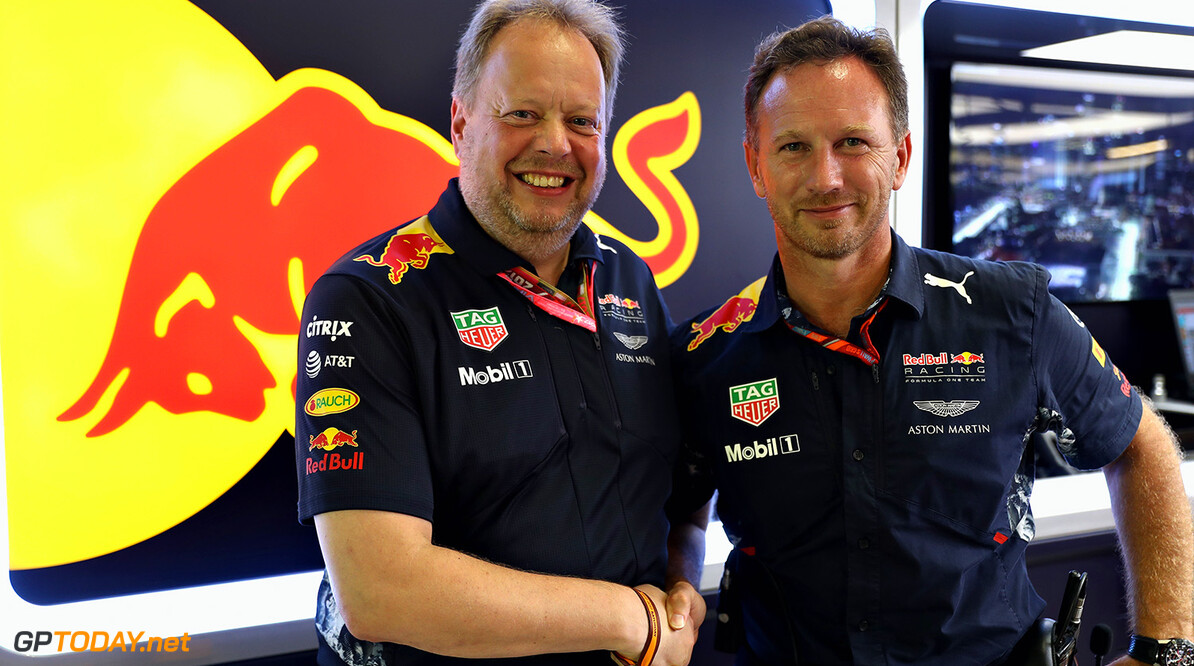 SINGAPORE - SEPTEMBER 17: Red Bull Racing Team Principal Christian Horner and Andy Palmer- President & Chief Executive Officer, Aston Martin Lagonda Ltd shake hands before the Formula One Grand Prix of Singapore at Marina Bay Street Circuit on September 17, 2017 in Singapore.  (Photo by Mark Thompson/Getty Images) // Getty Images / Red Bull Content Pool  // P-20170925-00821 // Usage for editorial use only // Please go to www.redbullcontentpool.com for further information. //  F1 Grand Prix of Singapore Mark Thompson Singapore Singapore  P-20170925-00821