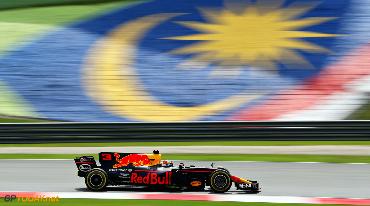 KUALA LUMPUR, MALAYSIA - SEPTEMBER 29: Daniel Ricciardo of Australia driving the (3) Red Bull Racing Red Bull-TAG Heuer RB13 TAG Heuer on track during practice for the Malaysia Formula One Grand Prix at Sepang Circuit on September 29, 2017 in Kuala Lumpur, Malaysia.  (Photo by Mark Thompson/Getty Images) // Getty Images / Red Bull Content Pool  // P-20170929-00818 // Usage for editorial use only // Please go to www.redbullcontentpool.com for further information. //  F1 Grand Prix of Malaysia - Practice Mark Thompson Sepang Malaysia  P-20170929-00818