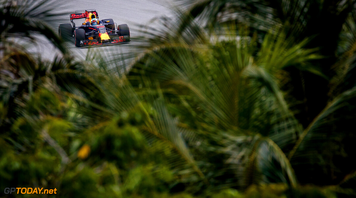 KUALA LUMPUR, MALAYSIA - SEPTEMBER 29: Daniel Ricciardo of Australia driving the (3) Red Bull Racing Red Bull-TAG Heuer RB13 TAG Heuer on track during practice for the Malaysia Formula One Grand Prix at Sepang Circuit on September 29, 2017 in Kuala Lumpur, Malaysia.  (Photo by Lars Baron/Getty Images) // Getty Images / Red Bull Content Pool  // P-20170929-00833 // Usage for editorial use only // Please go to www.redbullcontentpool.com for further information. //  F1 Grand Prix of Malaysia - Practice  Sepang Malaysia  P-20170929-00833