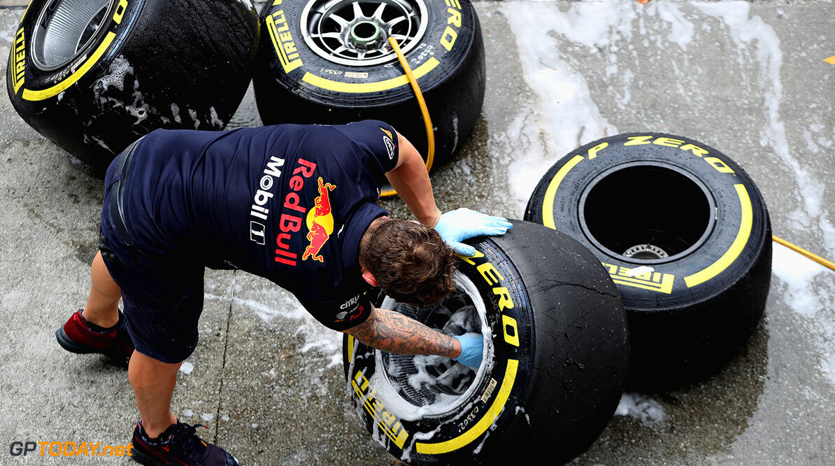 KUALA LUMPUR, MALAYSIA - SEPTEMBER 29:  A Red Bull Racing team member washes wheels after practice for the Malaysia Formula One Grand Prix at Sepang Circuit on September 29, 2017 in Kuala Lumpur, Malaysia.  (Photo by Mark Thompson/Getty Images) // Getty Images / Red Bull Content Pool  // P-20170929-01007 // Usage for editorial use only // Please go to www.redbullcontentpool.com for further information. //  F1 Grand Prix of Malaysia - Practice Mark Thompson Sepang Malaysia  P-20170929-01007