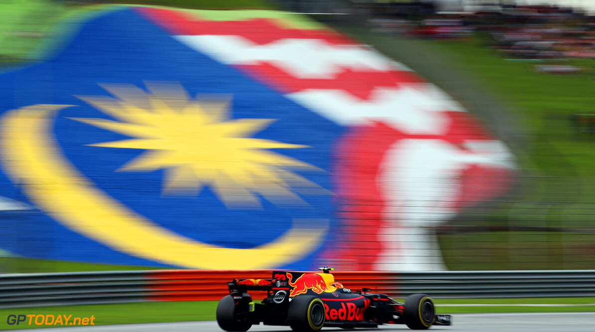 KUALA LUMPUR, MALAYSIA - OCTOBER 01: Max Verstappen of the Netherlands driving the (33) Red Bull Racing Red Bull-TAG Heuer RB13 TAG Heuer on track during the Malaysia Formula One Grand Prix at Sepang Circuit on October 1, 2017 in Kuala Lumpur, Malaysia.  (Photo by Clive Mason/Getty Images) // Getty Images / Red Bull Content Pool  // P-20171001-00430 // Usage for editorial use only // Please go to www.redbullcontentpool.com for further information. //  F1 Grand Prix of Malaysia Clive Mason Sepang Malaysia  P-20171001-00430
