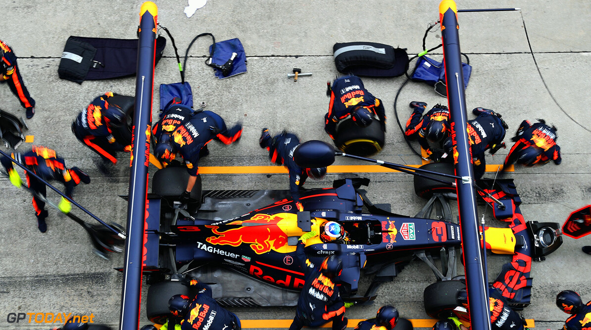 KUALA LUMPUR, MALAYSIA - OCTOBER 01:  Daniel Ricciardo of Australia driving the (3) Red Bull Racing Red Bull-TAG Heuer RB13 TAG Heuer makes a pit stop for new tyres during the Malaysia Formula One Grand Prix at Sepang Circuit on October 1, 2017 in Kuala Lumpur, Malaysia.  (Photo by Mark Thompson/Getty Images) // Getty Images / Red Bull Content Pool  // P-20171001-00439 // Usage for editorial use only // Please go to www.redbullcontentpool.com for further information. //  F1 Grand Prix of Malaysia Mark Thompson Sepang Malaysia  P-20171001-00439