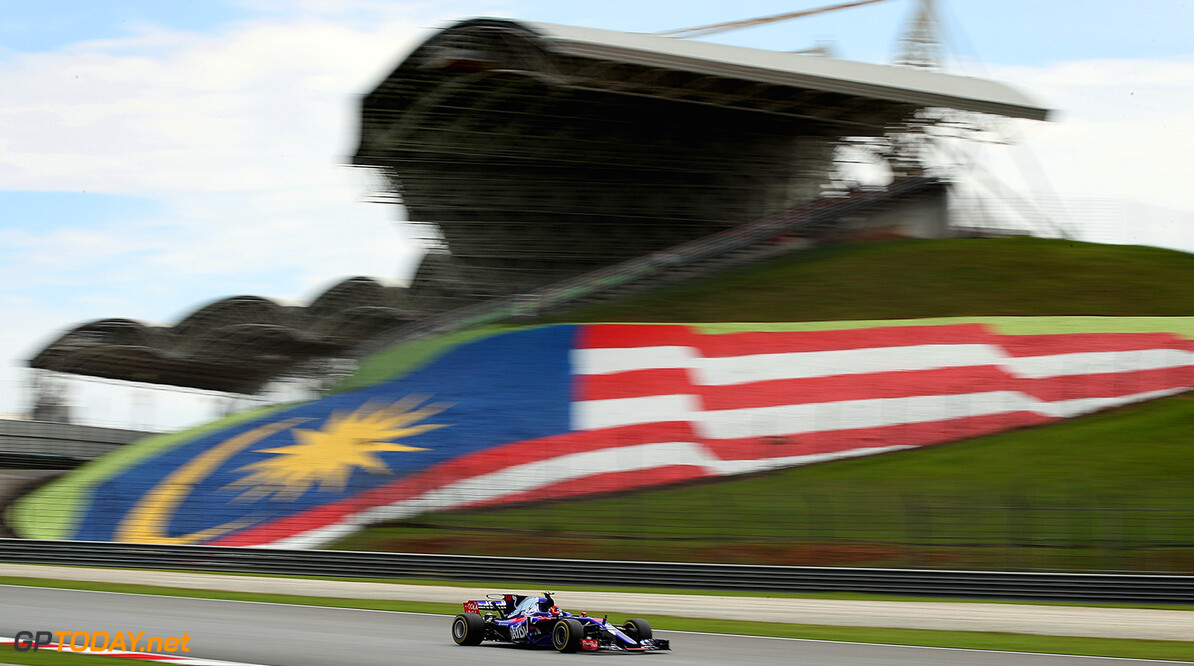 KUALA LUMPUR, MALAYSIA - SEPTEMBER 30: Carlos Sainz of Spain driving the (55) Scuderia Toro Rosso STR12 on track during final practice for the Malaysia Formula One Grand Prix at Sepang Circuit on September 30, 2017 in Kuala Lumpur, Malaysia.  (Photo by Clive Mason/Getty Images) // Getty Images / Red Bull Content Pool  // P-20170930-00278 // Usage for editorial use only // Please go to www.redbullcontentpool.com for further information. //  F1 Grand Prix of Malaysia - Qualifying Clive Mason Sepang Malaysia  P-20170930-00278