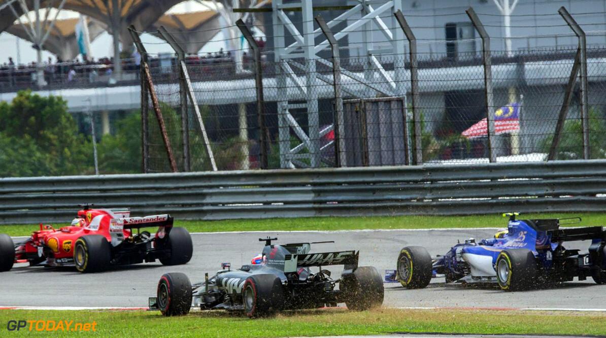 Romain Grosjean zorgt voor rode vlag in Q1