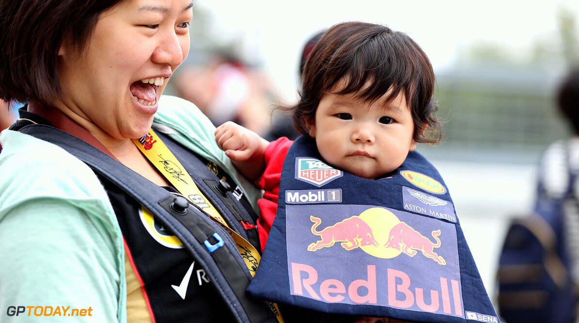 SUZUKA, JAPAN - OCTOBER 05: A young Red Bull Racing fan during previews ahead of the Formula One Grand Prix of Japan at Suzuka Circuit on October 5, 2017 in Suzuka.  (Photo by Mark Thompson/Getty Images) // Getty Images / Red Bull Content Pool  // P-20171005-00078 // Usage for editorial use only // Please go to www.redbullcontentpool.com for further information. //  F1 Grand Prix of Japan - Previews Mark Thompson Suzuka Japan  P-20171005-00078