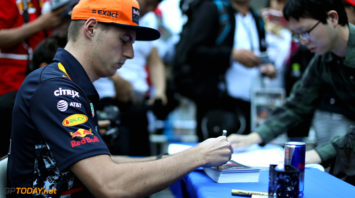 SUZUKA, JAPAN - OCTOBER 05:  Max Verstappen of Netherlands and Red Bull Racing signs autographs for fans during previews ahead of the Formula One Grand Prix of Japan at Suzuka Circuit on October 5, 2017 in Suzuka.  (Photo by Mark Thompson/Getty Images) // Getty Images / Red Bull Content Pool  // P-20171005-00759 // Usage for editorial use only // Please go to www.redbullcontentpool.com for further information. //  F1 Grand Prix of Japan - Previews Mark Thompson Suzuka Japan  P-20171005-00759