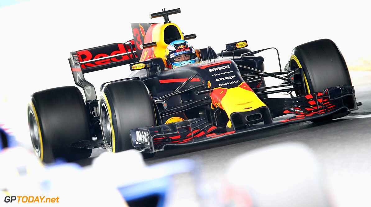 SUZUKA, JAPAN - OCTOBER 06: Daniel Ricciardo of Australia driving the (3) Red Bull Racing Red Bull-TAG Heuer RB13 TAG Heuer on track during practice for the Formula One Grand Prix of Japan at Suzuka Circuit on October 6, 2017 in Suzuka.  (Photo by Clive Mason/Getty Images) // Getty Images / Red Bull Content Pool  // P-20171006-00185 // Usage for editorial use only // Please go to www.redbullcontentpool.com for further information. //  F1 Grand Prix of Japan - Practice Clive Mason Suzuka Japan  P-20171006-00185