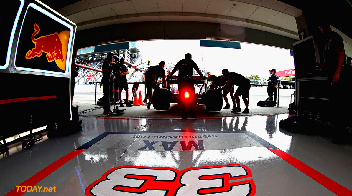 SUZUKA, JAPAN - OCTOBER 06:  Max Verstappen of Netherlands and Red Bull Racing is pulled back into the garage by the Red Bull Racing team during practice for the Formula One Grand Prix of Japan at Suzuka Circuit on October 6, 2017 in Suzuka.  (Photo by Mark Thompson/Getty Images) // Getty Images / Red Bull Content Pool  // P-20171006-00346 // Usage for editorial use only // Please go to www.redbullcontentpool.com for further information. //  F1 Grand Prix of Japan - Practice Mark Thompson Suzuka Japan  P-20171006-00346