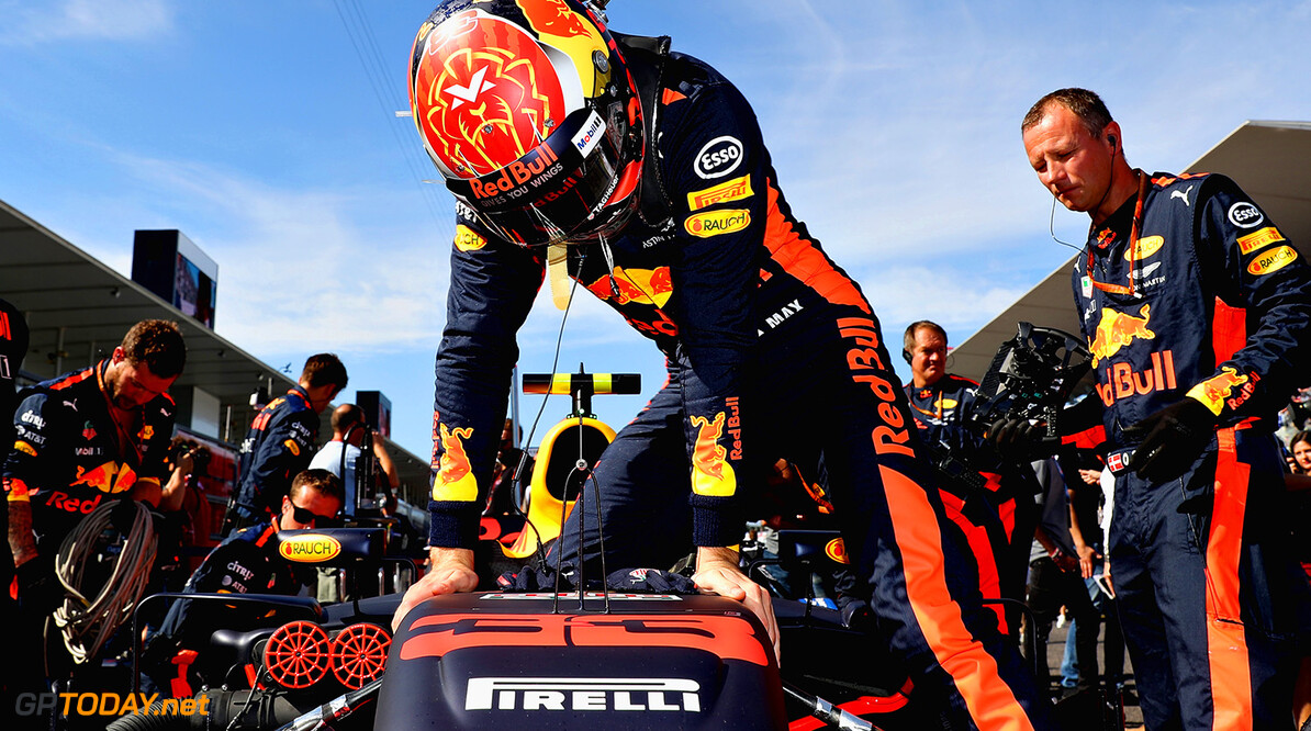 SUZUKA, JAPAN - OCTOBER 08:  Max Verstappen of Netherlands and Red Bull Racing prepares to drive on the grid before the Formula One Grand Prix of Japan at Suzuka Circuit on October 8, 2017 in Suzuka.  (Photo by Mark Thompson/Getty Images) // Getty Images / Red Bull Content Pool  // P-20171008-01253 // Usage for editorial use only // Please go to www.redbullcontentpool.com for further information. //  F1 Grand Prix of Japan Mark Thompson Suzuka Japan  P-20171008-01253