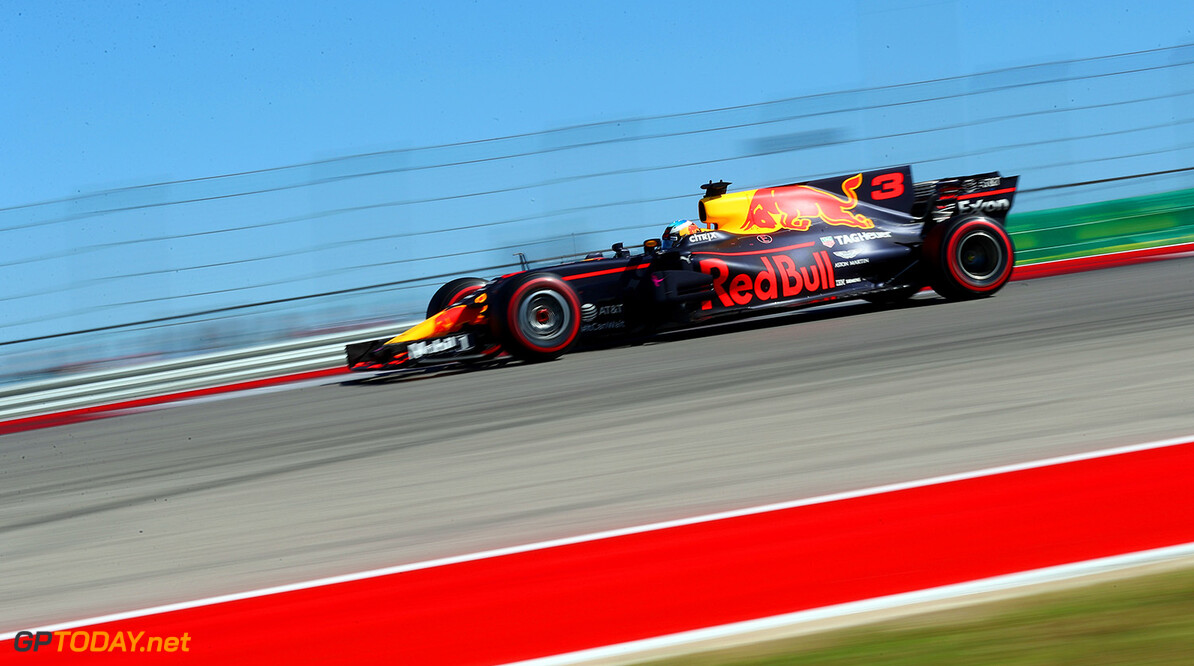 AUSTIN, TX - OCTOBER 22: Daniel Ricciardo of Australia driving the (3) Red Bull Racing Red Bull-TAG Heuer RB13 TAG Heuer on track during the United States Formula One Grand Prix at Circuit of The Americas on October 22, 2017 in Austin, Texas.  (Photo by Clive Rose/Getty Images) // Getty Images / Red Bull Content Pool  // P-20171022-01808 // Usage for editorial use only // Please go to www.redbullcontentpool.com for further information. //  F1 Grand Prix of USA Clive Rose Austin United States  P-20171022-01808