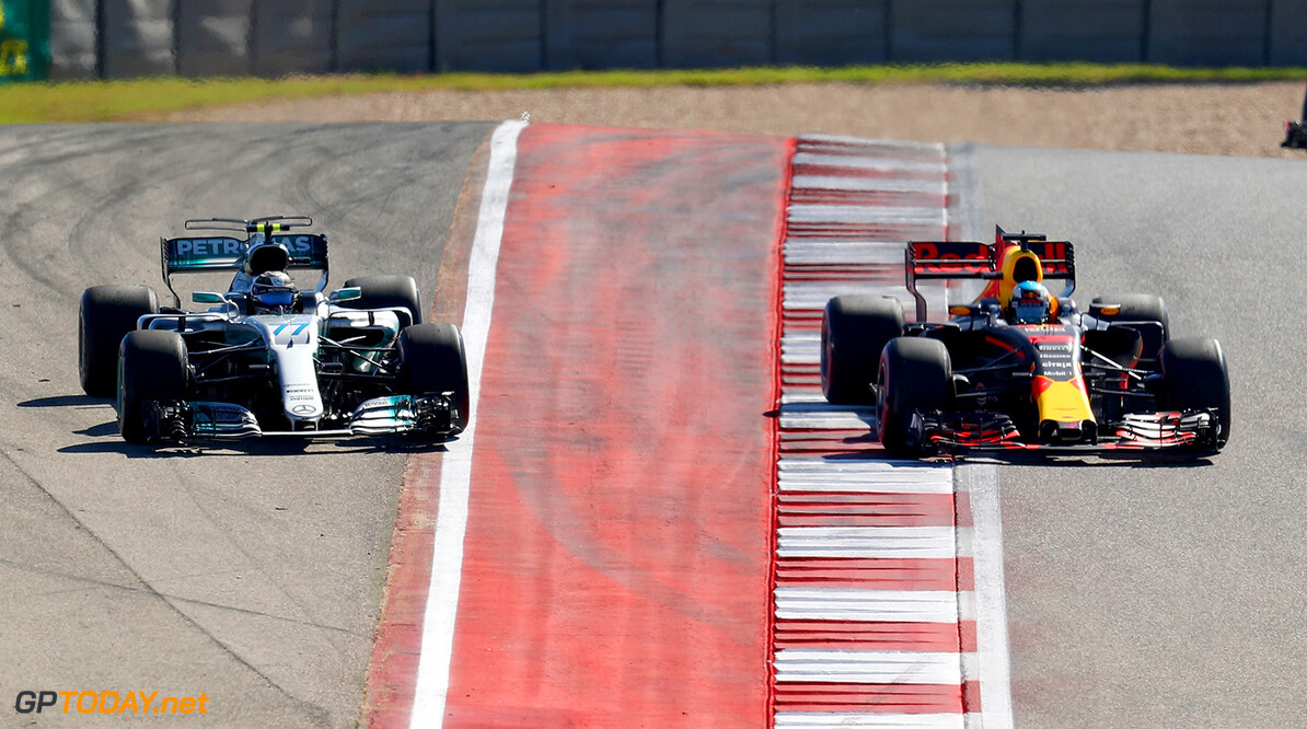 AUSTIN, TX - OCTOBER 22: Daniel Ricciardo of Australia driving the (3) Red Bull Racing Red Bull-TAG Heuer RB13 TAG Heuer and Valtteri Bottas driving the (77) Mercedes AMG Petronas F1 Team Mercedes F1 WO8 battle on track during the United States Formula One Grand Prix at Circuit of The Americas on October 22, 2017 in Austin, Texas.  (Photo by Clive Rose/Getty Images) // Getty Images / Red Bull Content Pool  // P-20171022-01796 // Usage for editorial use only // Please go to www.redbullcontentpool.com for further information. //  F1 Grand Prix of USA Clive Rose Austin United States  P-20171022-01796