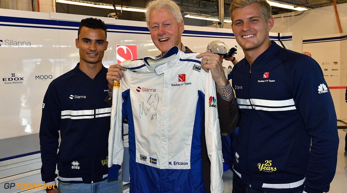 United States GP Sunday 22/10/17 Marcus Ericsson (SWE) Sauber F1 Team.  Bill Clinton (USA) Former American President. Pascal Wehrlein (D), Sauber F1 Team  Circuit of the Americas. United States GP Sunday 22/10/17  Austin USA  F1 Formula 1 One 2017 Bill Clinton