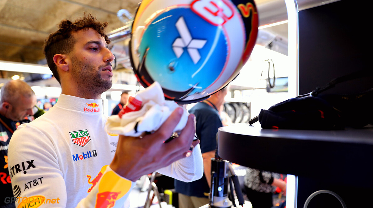 AUSTIN, TX - OCTOBER 22: Daniel Ricciardo of Australia and Red Bull Racing prepares to drive in the garage before the United States Formula One Grand Prix at Circuit of The Americas on October 22, 2017 in Austin, Texas.  (Photo by Mark Thompson/Getty Images) // Getty Images / Red Bull Content Pool  // P-20171023-00241 // Usage for editorial use only // Please go to www.redbullcontentpool.com for further information. //  F1 Grand Prix of USA Mark Thompson Austin United States  P-20171023-00241