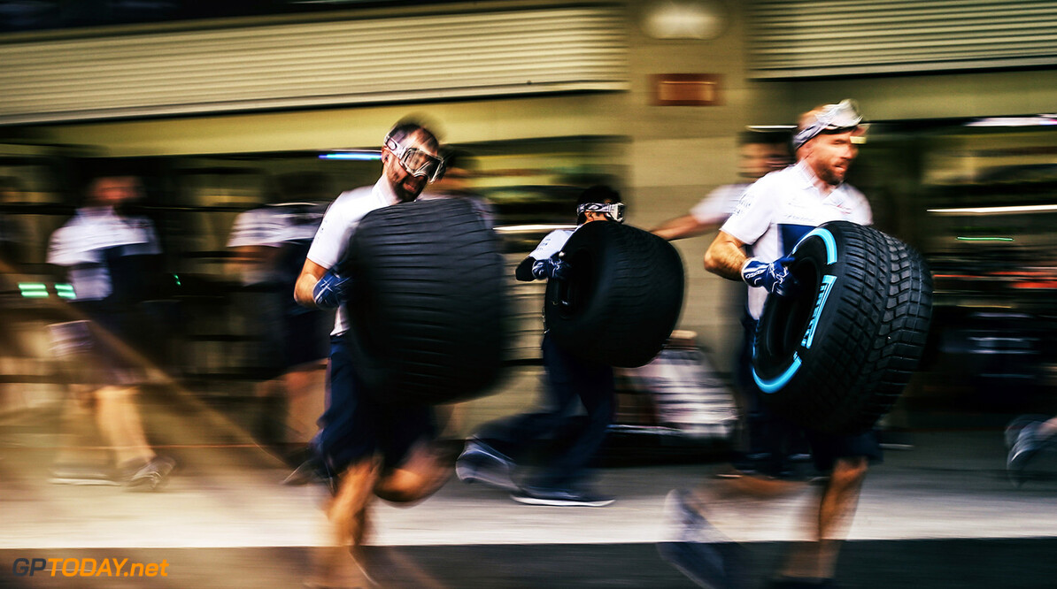 Formula One World Championship www.sutton-images.com  Williams mechanics make a practice pitstop at Formula One World Championship, Rd18, Mexican Grand Prix, Preparations, Circuit Hermanos Rodriguez, Mexico City, Mexico, Thursday 26 October 2017. Mexican Grand Prix Preparations  Mexico City Mexico  F1 Formula 1 GP portrait blur