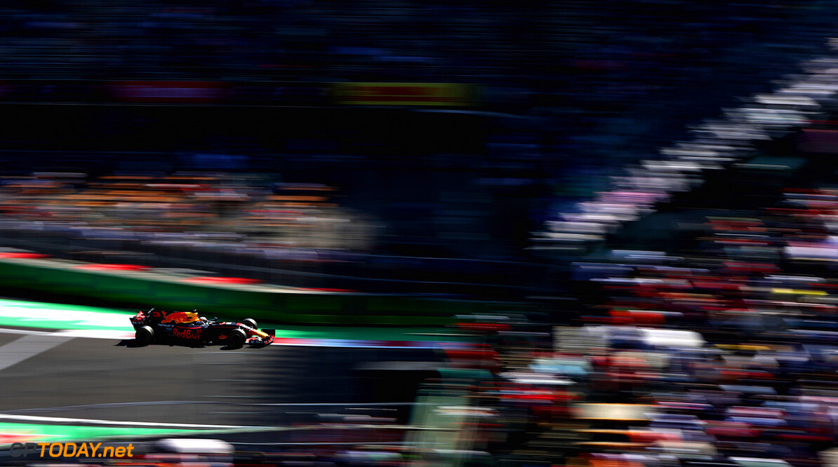 MEXICO CITY, MEXICO - OCTOBER 27:  Daniel Ricciardo of Australia driving the (3) Red Bull Racing Red Bull-TAG Heuer RB13 TAG Heuer on track during practice for the Formula One Grand Prix of Mexico at Autodromo Hermanos Rodriguez on October 27, 2017 in Mexico City, Mexico.  (Photo by Mark Thompson/Getty Images) // Getty Images / Red Bull Content Pool  // P-20171027-01837 // Usage for editorial use only // Please go to www.redbullcontentpool.com for further information. //  F1 Grand Prix of Mexico - Practice Mark Thompson Mexico City Mexico  P-20171027-01837