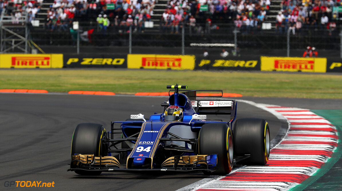 Mexican GP Race 29/10/17 Pascal Wehrlein (D), Sauber F1 Team. Autodromo Hermanos Rodriguez.  Mexican GP Race 29/10/17 Jean-Francois Galeron Mexico City Mexico  F1 Formula One 2017 Action Wehrlein Sauber