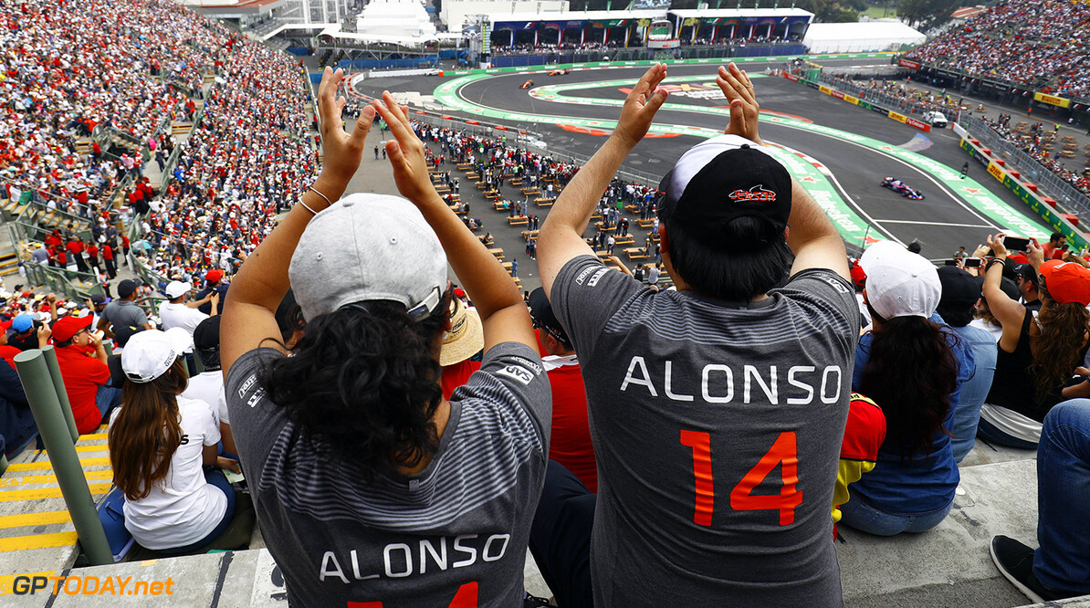 Autodromo Hermanos Rodriguez, Mexico City, Mexico. Sunday 29 October 2017. Fans of Fernando Alonso, McLaren MCL32 Honda, cheer his progress in the race. Photo: Steven Tee/McLaren ref: Digital Image _O3I9768  Steven Tee    f1 formula 1 formula one gp grand prix Atmosphere