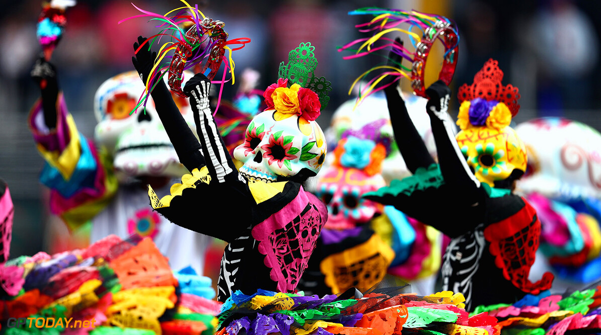MEXICO CITY, MEXICO - OCTOBER 29:  Day of the Dead entertainers perform before the Formula One Grand Prix of Mexico at Autodromo Hermanos Rodriguez on October 29, 2017 in Mexico City, Mexico. Scuderia Toro Rosso  (Photo by Clive Rose/Getty Images) // Getty Images / Red Bull Content Pool  // P-20171029-00994 // Usage for editorial use only // Please go to www.redbullcontentpool.com for further information. //  F1 Grand Prix of Mexico Clive Rose Mexico City Mexico  P-20171029-00994