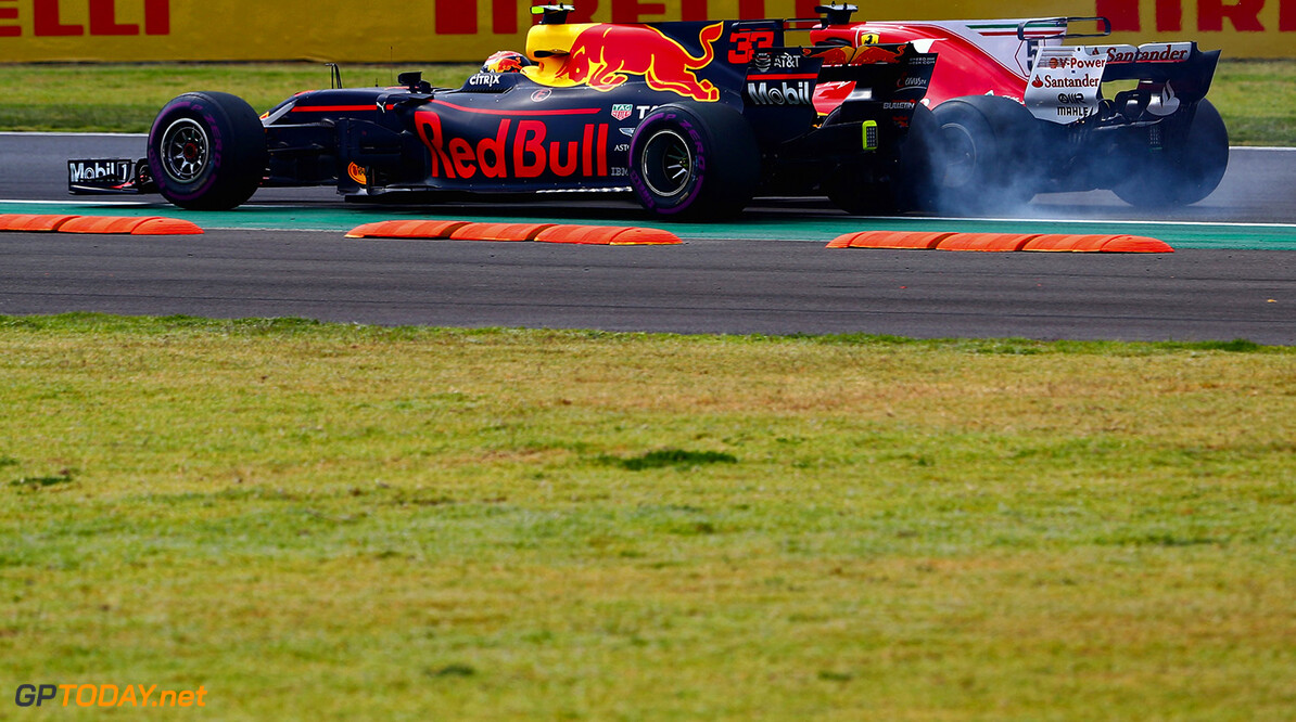 MEXICO CITY, MEXICO - OCTOBER 29:  Sebastian Vettel of Germany driving the (5) Scuderia Ferrari SF70H and Max Verstappen of Netherlands and Red Bull Racing collide at the start during the Formula One Grand Prix of Mexico at Autodromo Hermanos Rodriguez on October 29, 2017 in Mexico City, Mexico.  (Photo by Clive Rose/Getty Images) // Getty Images / Red Bull Content Pool  // P-20171029-01111 // Usage for editorial use only // Please go to www.redbullcontentpool.com for further information. //  F1 Grand Prix of Mexico Clive Rose Mexico City Mexico  P-20171029-01111