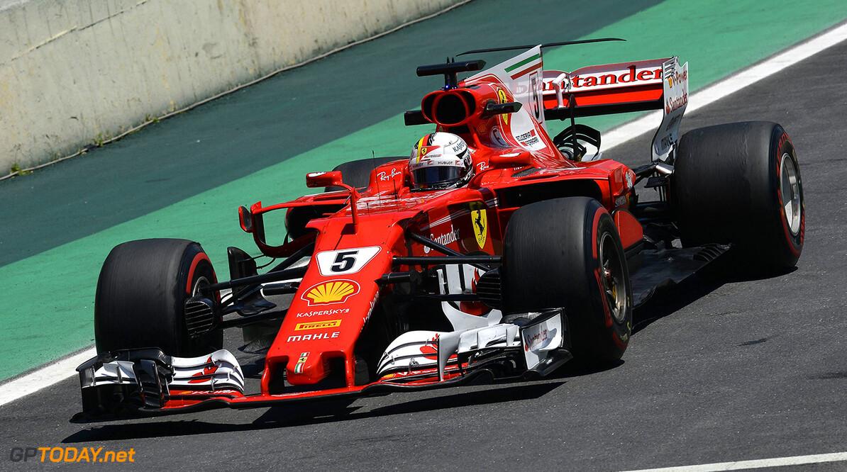 VT1: Vettel op de voet gevolgd door Hamilton en Verstappen