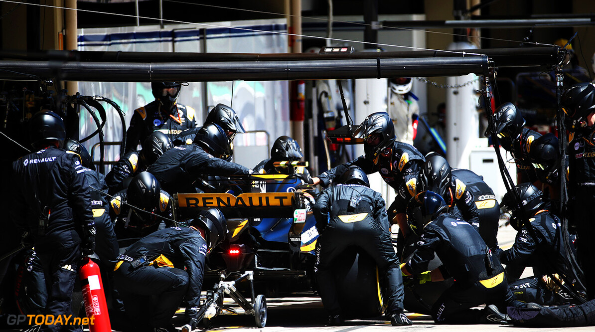 Formula One World Championship Carlos Sainz Jr (ESP) Renault Sport F1 Team RS17 makes a pit stop. Brazilian Grand Prix, Sunday 12th November 2017. Sao Paulo, Brazil. Motor Racing - Formula One World Championship - Brazilian Grand Prix - Race Day - Sao Paulo, Brazil Renault Sport Formula One Team Sao Paulo Brazil  Formula One Formula 1 F1 GP Grand Prix Circuit Brazil Brasil Brasilian Brazilian Sao Paulo Interlagos Autodromo JM787 Pit Stop Pitstop Jnr Junior Jnr. Jr. Action Track GP1719d