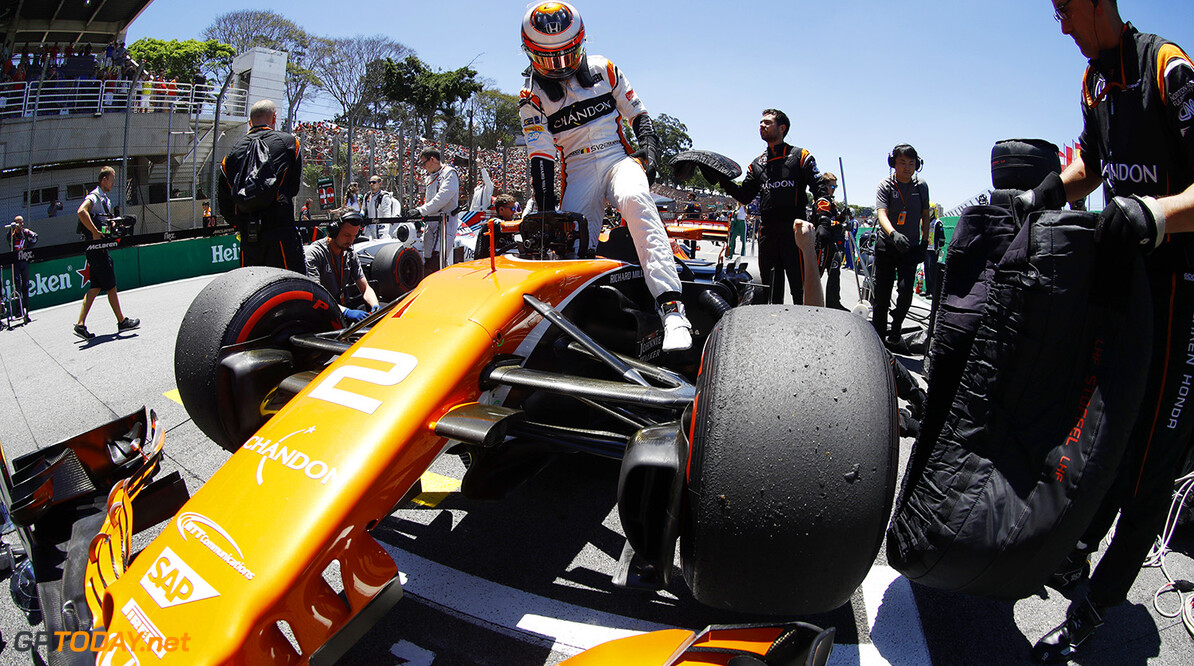 Interlagos, Sao Paulo, Brazil. Sunday 12 November 2017. Stoffel Vandoorne, McLaren, arrives on the grid. Photo: Steven Tee/McLaren ref: Digital Image _O3I0425  Steven Tee    f1 formula 1 formula one gp grand prix Portrait Helmets