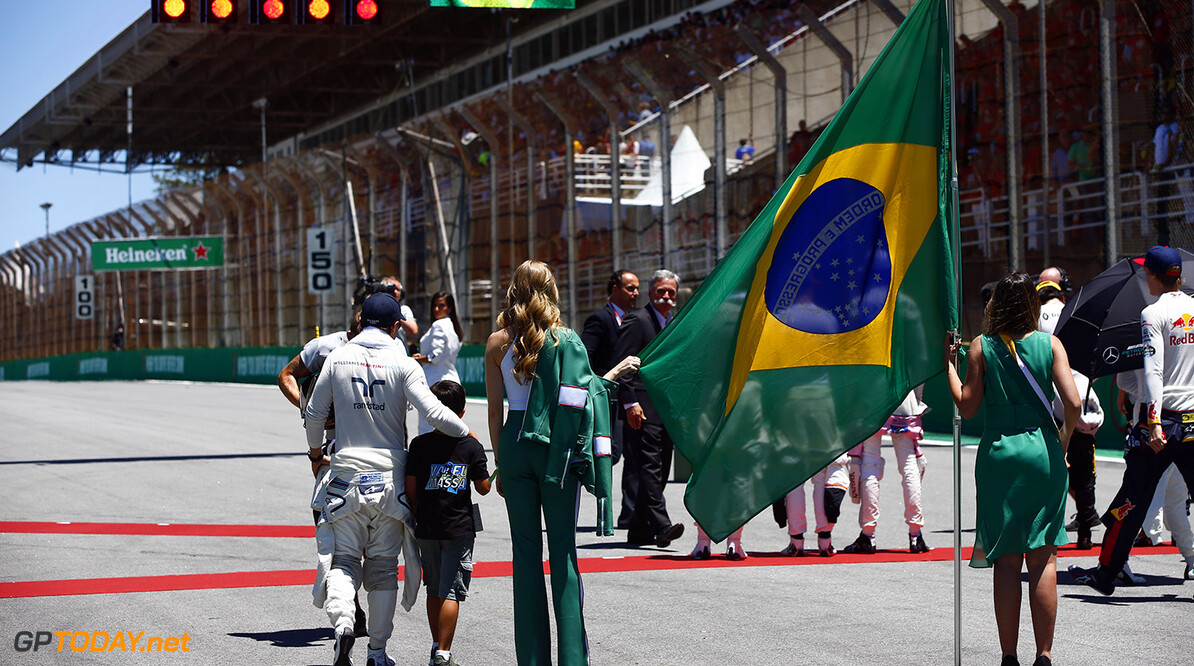 Interlagos, Sao Paulo, Brazil. Sunday 12 November 2017. Felipe Massa, Williams Martini Racing, on the grid with his son. Photo: Andrew Hone/Williams ref: Digital Image _ONY8927      f1 formula 1 formula one gp Portrait Atmosphere