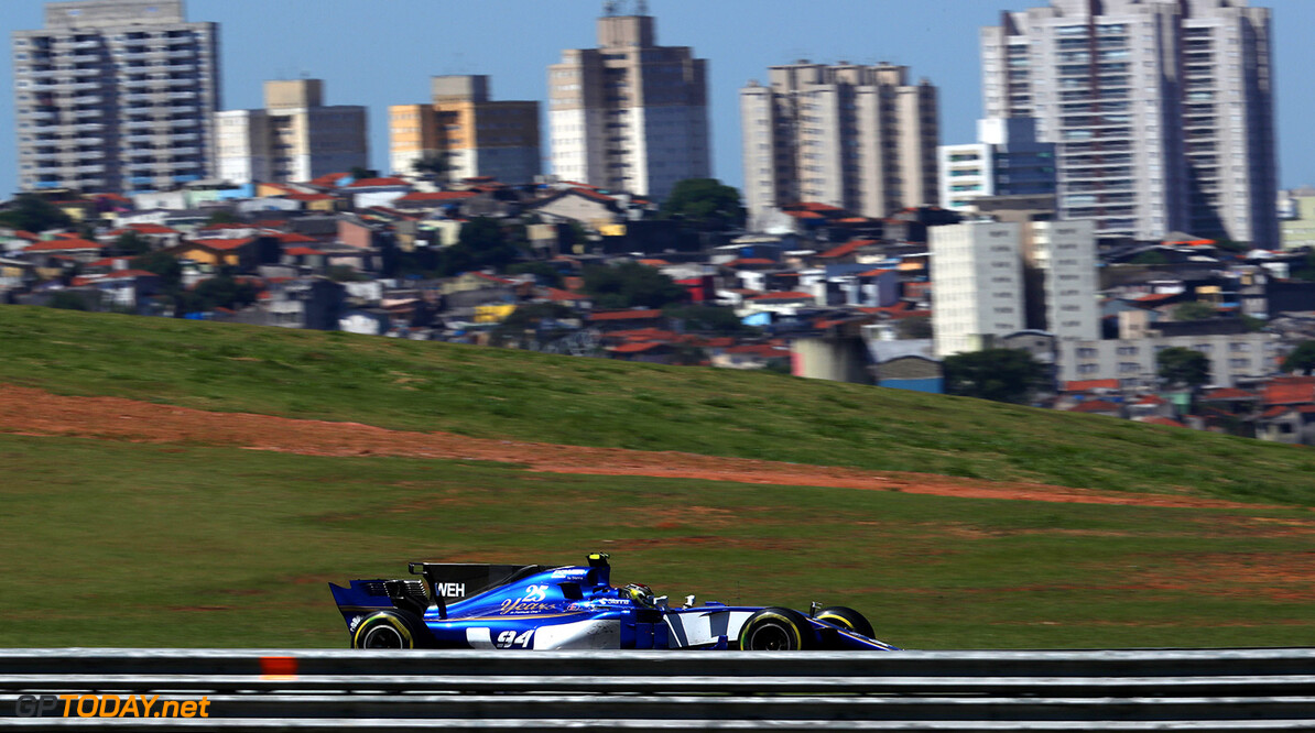 Brazilian GP Race 12/11/17 Pascal Wehrlein (D), Sauber F1 Team. Autodromo Jose Carlos Pace.  Brazilian GP Race 12/11/17 Jean-Francois Galeron Interlagos Brazil  F1 Formula One 2017 Action Wehrlein Sauber