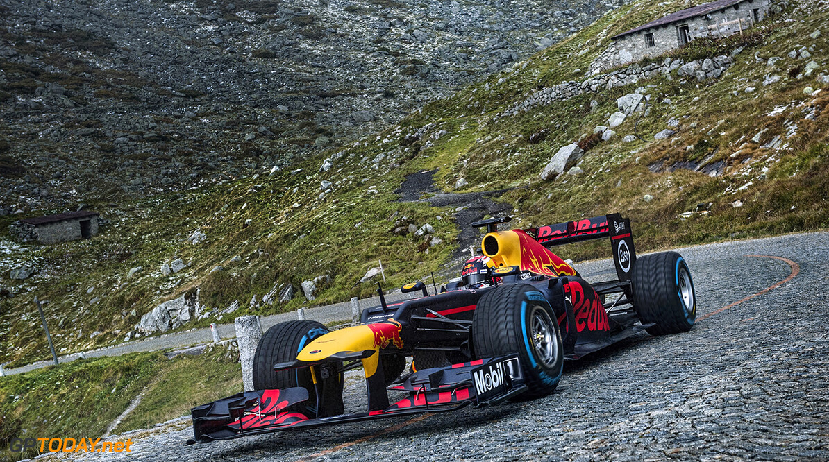 Sebastien Buemi performs during The Pass at the Tremola in Airolo, Switzerland on September 20, 2017. // Jarno Schurgers/Red Bull Content Pool // P-20171004-00608 // Usage for editorial use only // Please go to www.redbullcontentpool.com for further information. //  S?bastien Buemi  Jarno Schurgers Airolo Switzerland  P-20171004-00608