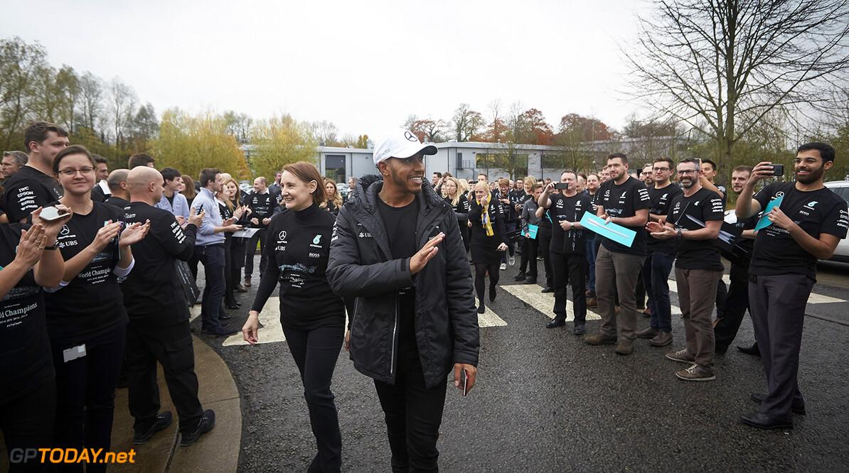 Brackley onthaalt kampioen Hamilton met erehaag