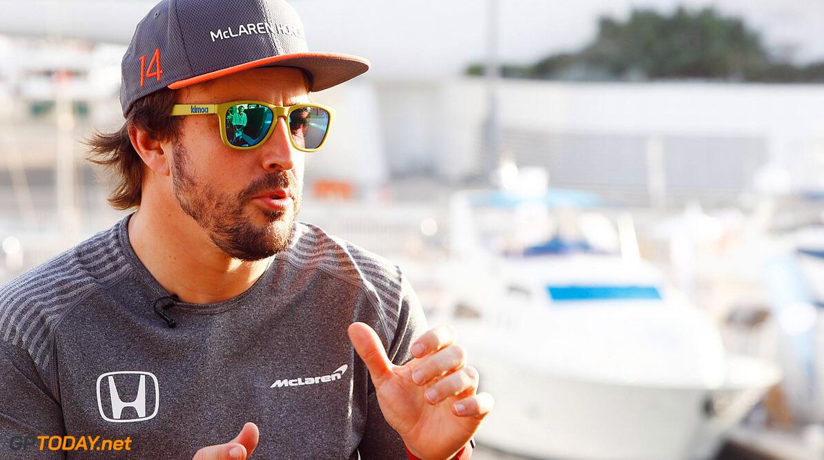 'Alonso voelde zich vernederd bij eerste races in 2017'