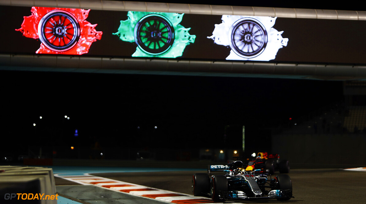 Yas Marina Circuit, Abu Dhabi, United Arab Emirates. Friday 24 November 2017. World Copyright: Steven Tee/LAT Images  ref: Digital Image _R3I2308  Steven Tee    f1 formula 1 formula one gp