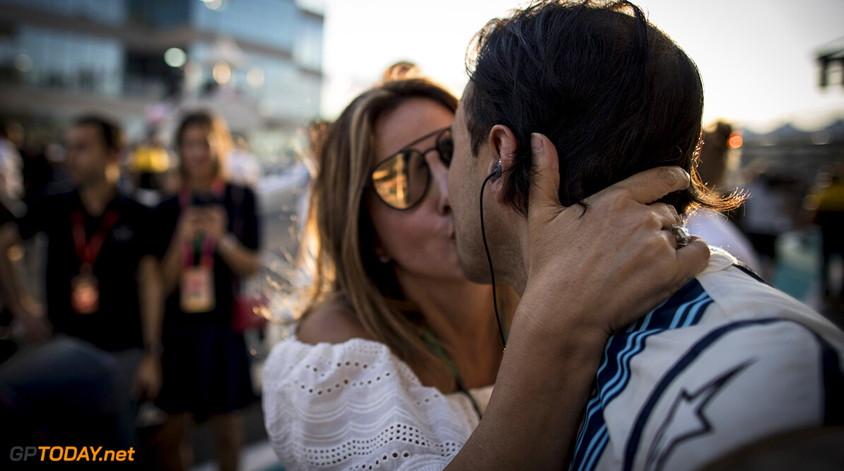 Yas Marina Circuit, Abu Dhabi, United Arab Emirates. Sunday 26 November 2017. Felipe Massa, Williams Martini Racing, gets a kiss from his wife Anna prior to the start of his final race in F1. Photo: Glenn Dunbar/Williams ref: Digital Image _X4I9157  Glenn Dunbar    f1 formula 1 formula one gp Portrait