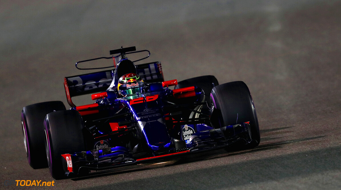 ABU DHABI, UNITED ARAB EMIRATES - NOVEMBER 26: Brendon Hartley of New Zealand driving the (28) Scuderia Toro Rosso STR12 on track during the Abu Dhabi Formula One Grand Prix at Yas Marina Circuit on November 26, 2017 in Abu Dhabi, United Arab Emirates.  (Photo by Mark Thompson/Getty Images) // Getty Images / Red Bull Content Pool  // P-20171126-00913 // Usage for editorial use only // Please go to www.redbullcontentpool.com for further information. //  F1 Grand Prix of Abu Dhabi Mark Thompson Abu Dhabi United Arab Emirates  P-20171126-00913