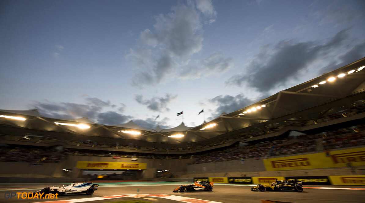 Yas Marina Circuit, Abu Dhabi, United Arab Emirates. Sunday 26 November 2017. Felipe Massa, Williams FW40 Mercedes, leads Fernando Alonso, McLaren MCL32 Honda, and Carlos Sainz Jr, Renault R.S.17. Photo: Glenn Dunbar/Williams ref: Digital Image _X4I9554  Glenn Dunbar    f1 formula 1 formula one gp Action