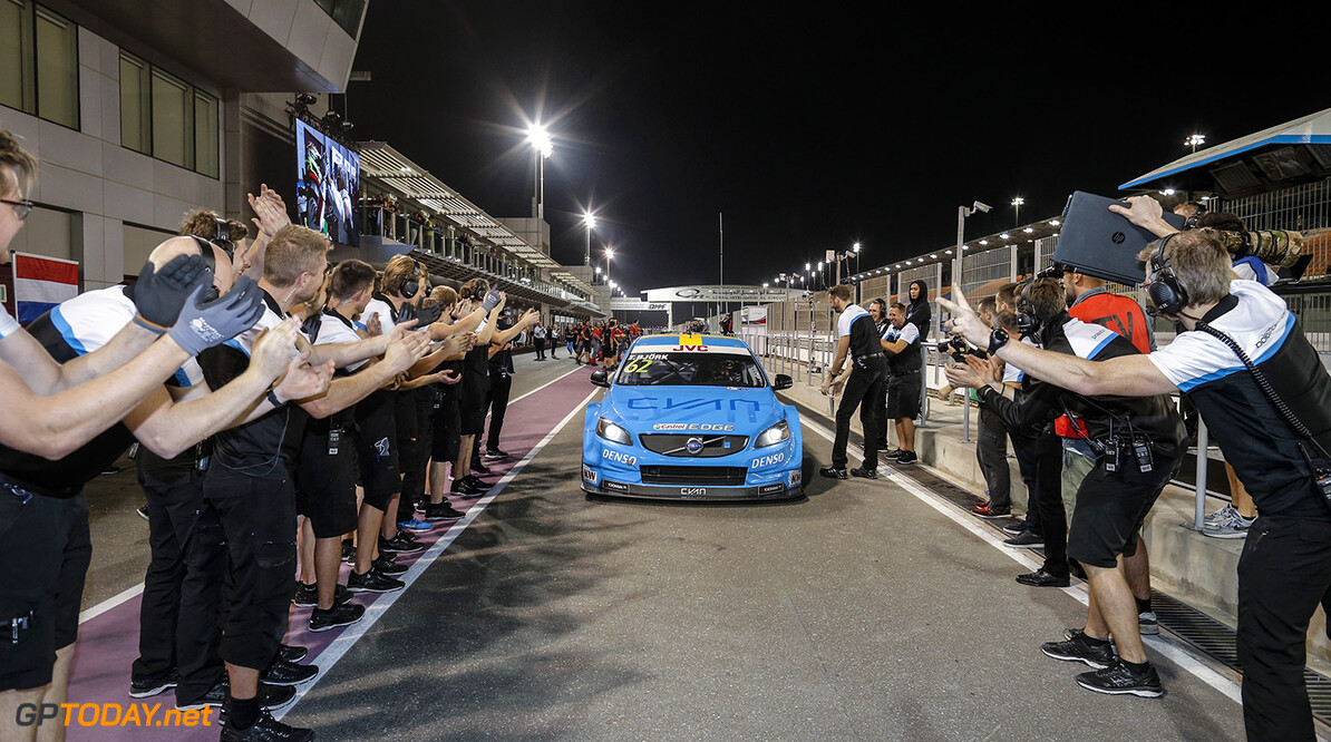 BJORK Thed, (swe), Volvo S60 Polestar team Polestar Cyan Racing, ambiance portrait during the 2017 FIA WTCC World Touring Car Championship race at Losail  from November 29 to december 01, Qatar - Photo Francois Flamand / DPPI AUTO - WTCC LOSAIL 2017 Francois Flamand Losail Qatar  Auto Championnat Du Monde Losail International Circuit Circuit Course Fia Motorsport November Novembre Quatar Tourisme Wtcc