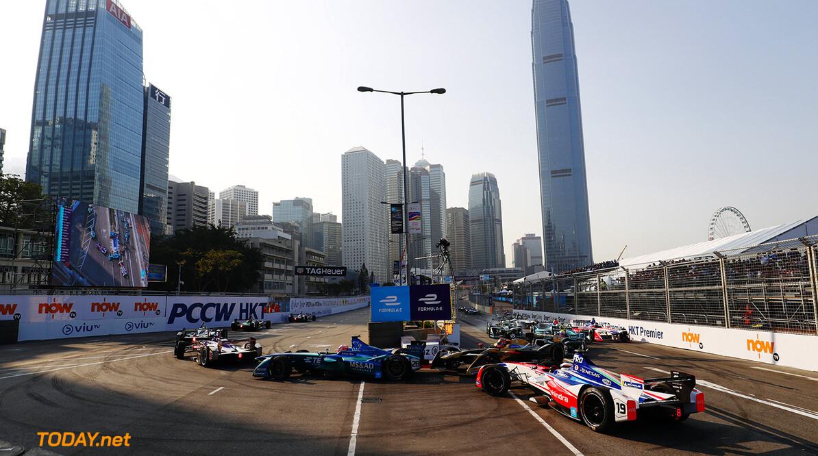 2017/2018 FIA Formula E Championship. Round 2 - Hong Kong, China. Sunday 03 December 2017. Felix Rosenqvist (SWE), Mahindra Racing, Mahindra M4Electro, spins at the start of the race. Photo: Sam Bloxham/LAT/Formula E ref: Digital Image _J6I7210      fe formula e action