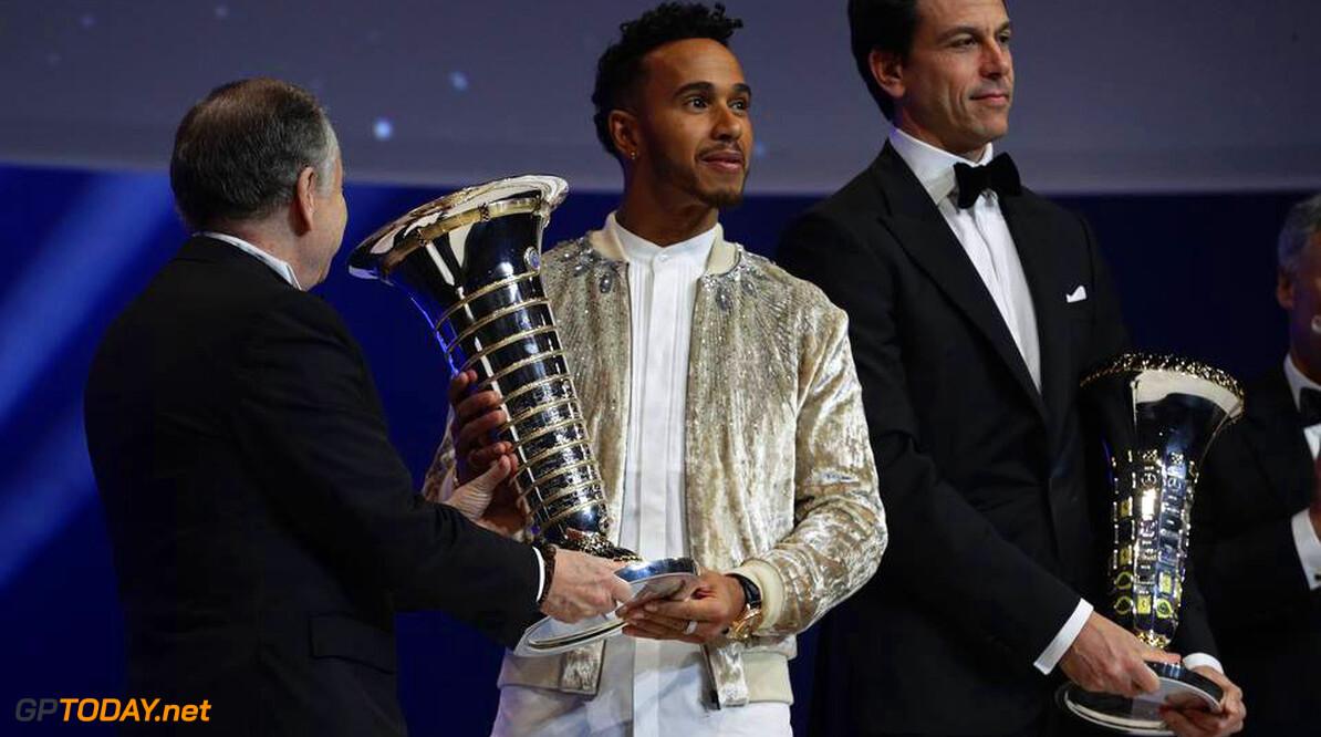 Lewis Hamilton is niet van plan een gooi te doen naar de Triple Crown