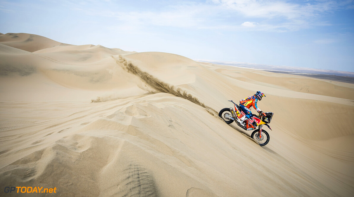 Matthias Walkner (AUT) of Red Bull KTM Factory Team races during stage 02 of Rally Dakar 2018 from Pisco to Pisco on January 7, 2018 // Marcelo Maragni/Red Bull Content Pool // P-20180107-00670 // Usage for editorial use only // Please go to www.redbullcontentpool.com for further information. //  Matthias Walkner     P-20180107-00670