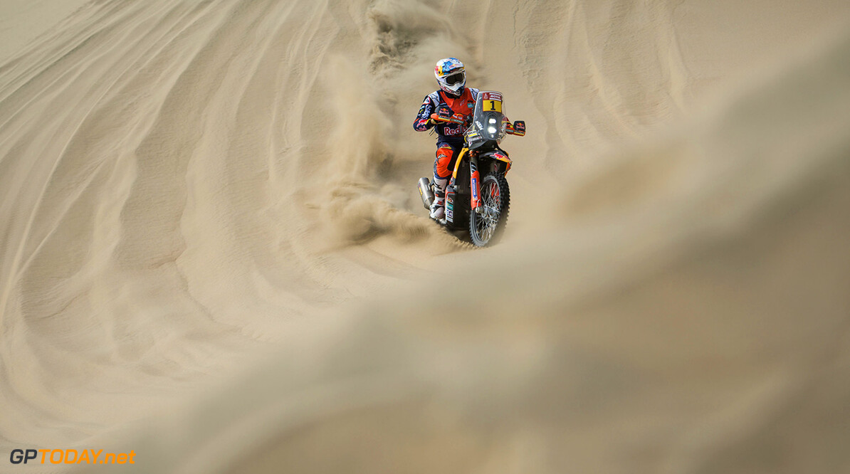 Sam Sunderland (GRB) of Red Bull KTM Factory Team races during stage 02 of Rally Dakar 2018 from Pisco to Pisco on January 7, 2018 // Marcelo Maragni/Red Bull Content Pool // P-20180107-00643 // Usage for editorial use only // Please go to www.redbullcontentpool.com for further information. //  Sam Sunderland     P-20180107-00643