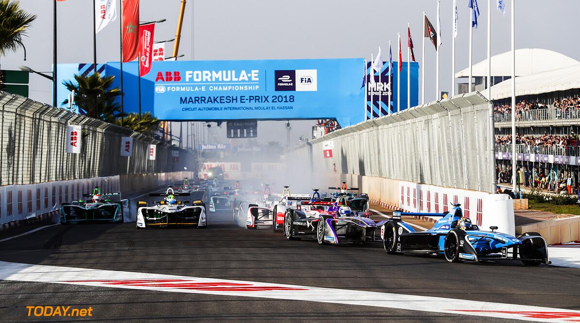 2017/2018 FIA Formula E Championship. Round 3 - Marrakesh ePrix. Circuit International Automobile Moulay El Hassan, Marrakesh, Morocco. Saturday 13 January 2018. Sebastien Buemi (SUI), Renault e.Dams, Renault Z.E 17, leads Sam Bird (GBR), DS Virgin Racing, DS Virgin DSV-03, at the start of the race. Photo: Sam Bloxham/LAT/Formula E ref: Digital Image _J6I1141      fe formula e action