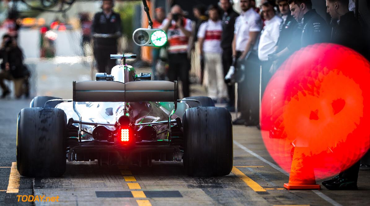 'Mercedes en Red Bull nek aan nek, Ferrari iets langzamer'