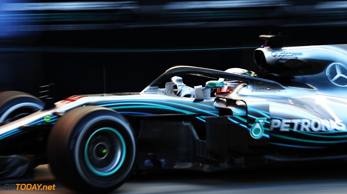 Lewis Hamilton hints at Mercedes contract delay