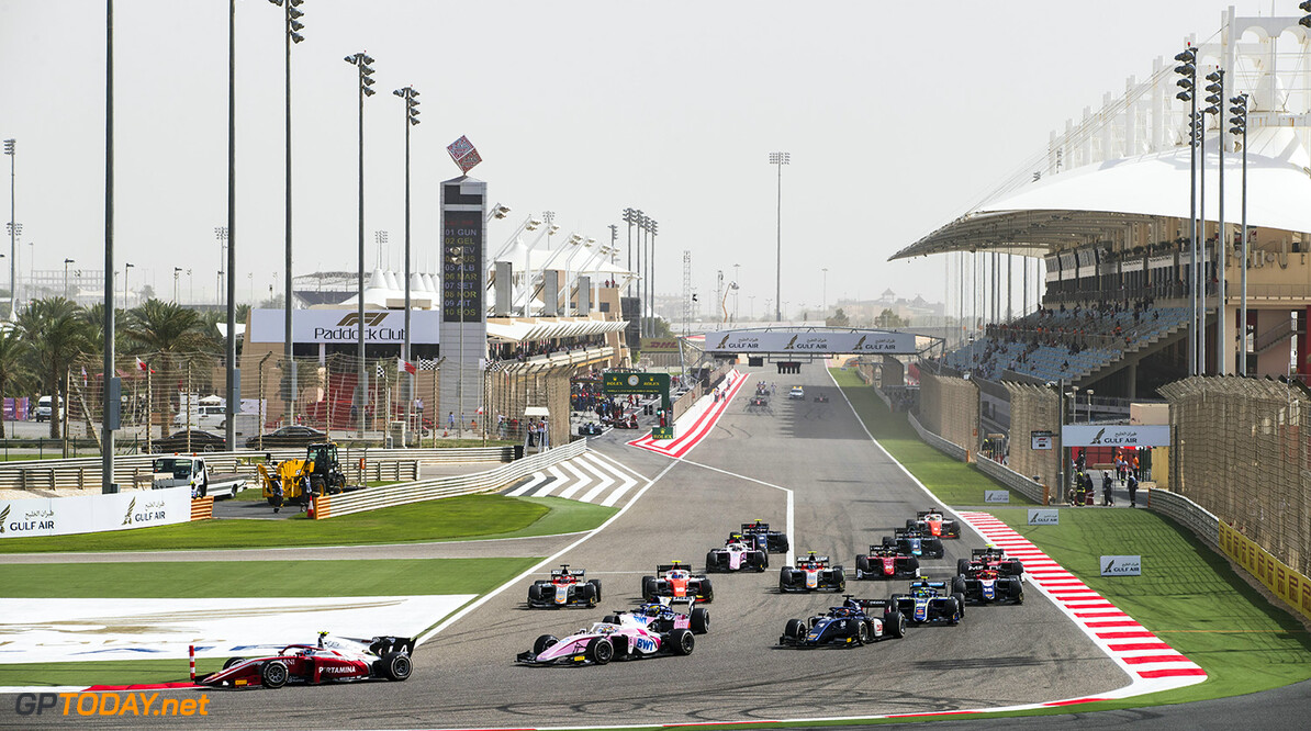 FIA Formula 2 Series - Round 1 Bahrain International Circuit, Sakhir, Bahrain Sunday 8 April 2018. Nyck De Vries (NLD, PERTAMINA PREMA Theodore Racing), leads Maximilian Gunther (DEU, BWT Arden) and the rest of the field at the start of the race. World Copyright: Zak Mauger/LAT Images ref: Digital Image   Zak Mauger    f2 race two 2 sprint action start