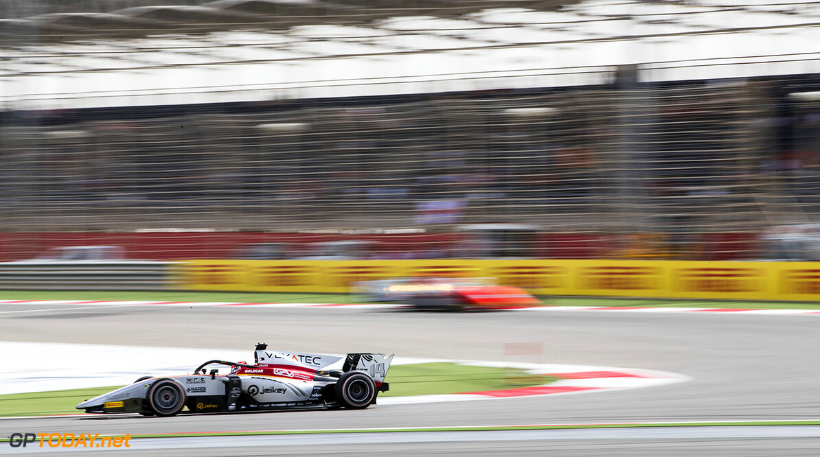 FIA Formula 2 Series - Round 1 Bahrain International Circuit, Sakhir, Bahrain Sunday 8 April 2018. Luca Ghiotto (ITA, Campos Vexatec Racing).  World Copyright: Zak Mauger/LAT Images ref: Digital Image   Zak Mauger    f2 race two 2 sprint action