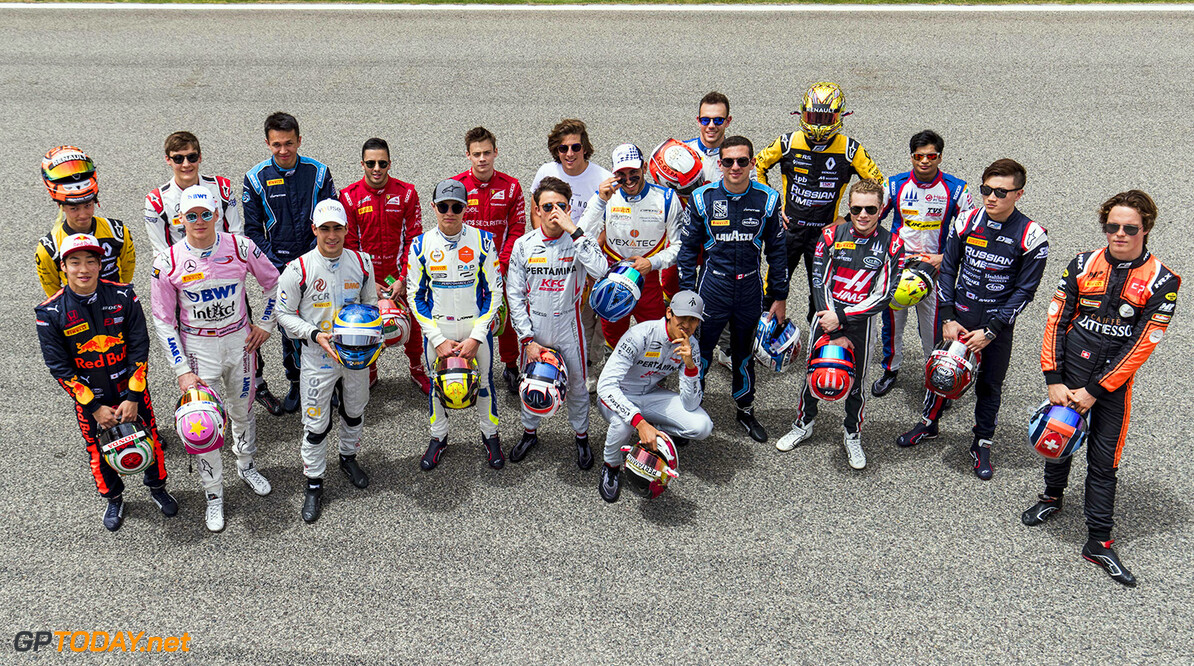 FIA Formula 2 Series - Round 1 Bahrain International Circuit, Sakhir, Bahrain Thursday 5 April 2018. Drivers pose for the class photo on the grid. World Copyright: Zak Mauger/LAT Images ref: Digital Image   Zak Mauger    f2 preview portrait